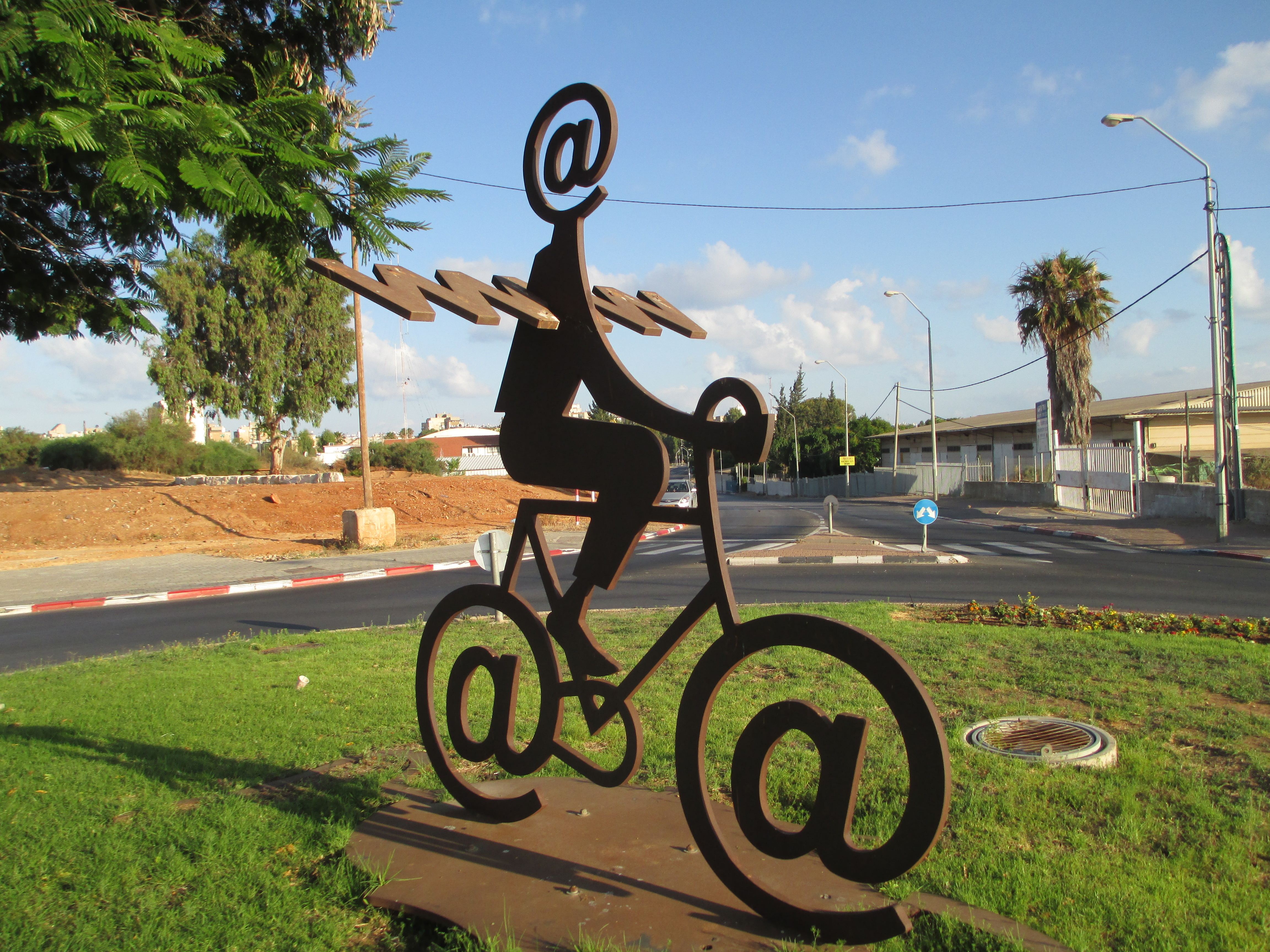 PikiWiki_Israel_32304_The_Internet_Messenger_by_Buky_Schwartz